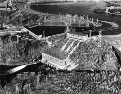 The Shawinigan-3 generating station and its funicular near the Shawinigan Falls