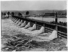 The Melville spillway allowing water from the Saint-Maurice River to flow through