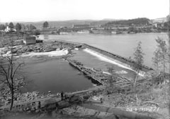 View of the bed of the Saint-Maurice River before the construction of the spillway