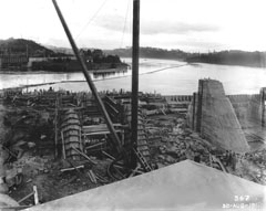 Installation of the piers of the Melville spillway